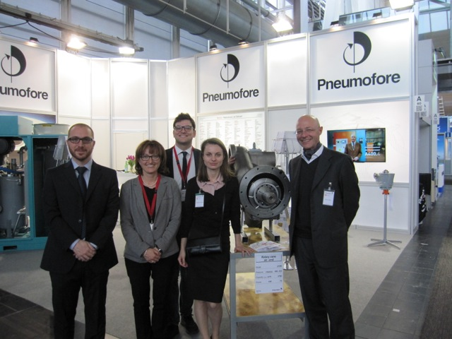 Standing next to the rotary vane airend for the UV50 are Amin Kardosh, Enrica Carena, Francesco Amati, Anastasiia Bratash and Daniel Hilfiker from Pneumofore.